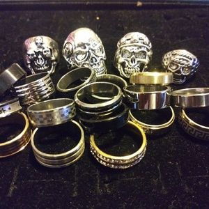 Lot collection of 20 stainless size 9 rings, skull
